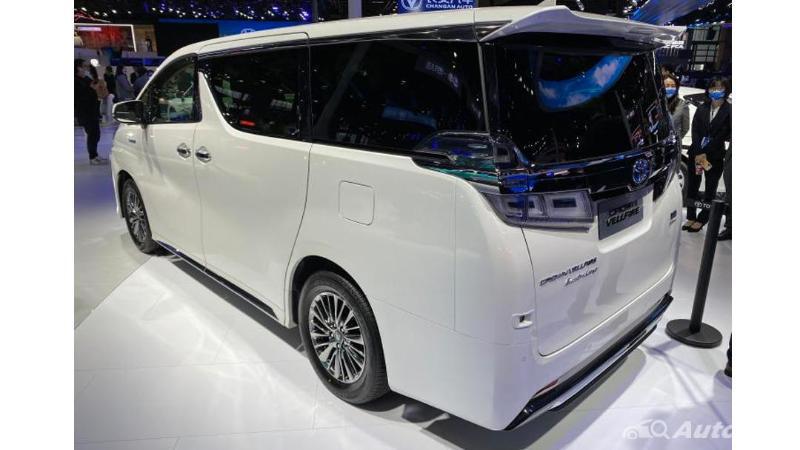 Toyota Crown Vellfire, Emblem Crown Simbol Kemewahan Dunia di Kasta MPV Premium 02