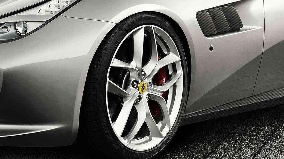Ferrari GTC4Lusso T 2019 Exterior 015