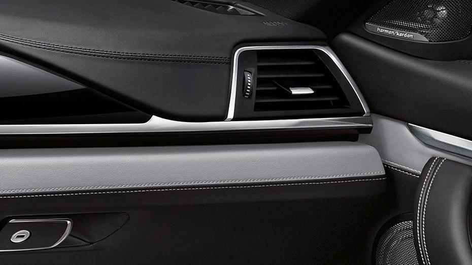 BMW M4 Coupe 2019 Interior 009