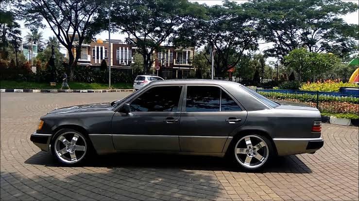 Kelebihan dan Kelemahan Mercedes-Benz E-Class W124 Aka Boxer, Sedan Jadul yang Lagi 'Digoreng' 02