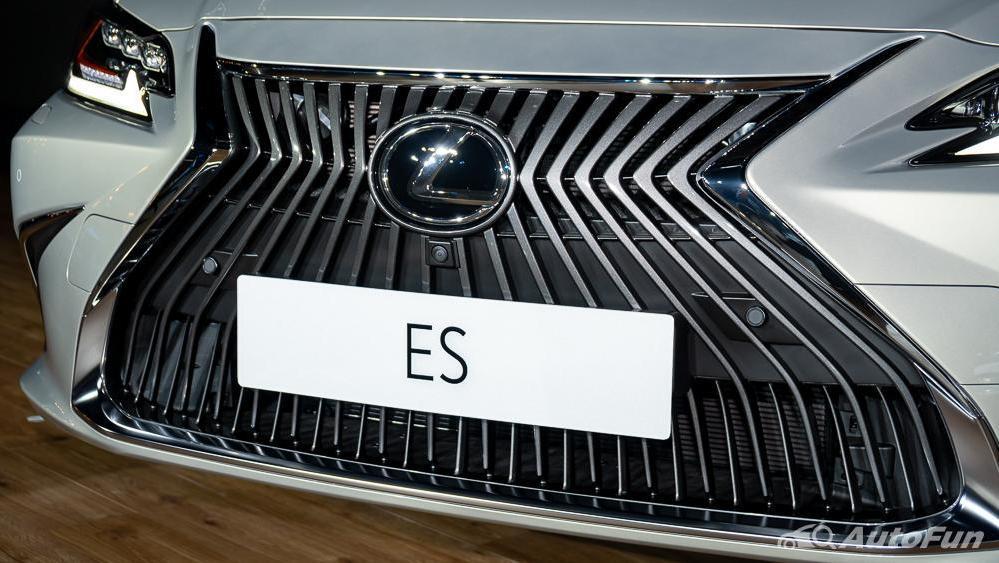 Lexus ES 2019 Exterior 012