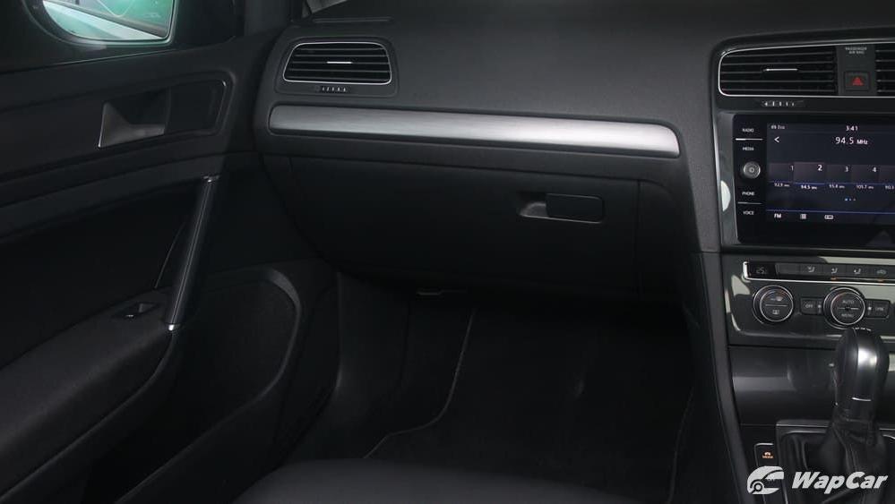 Volkswagen Golf 2019 Interior 003