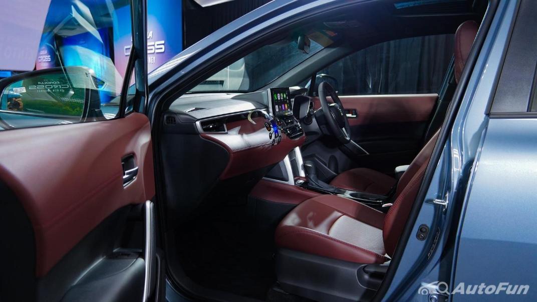 Toyota Corolla Cross Hybrid Interior 011