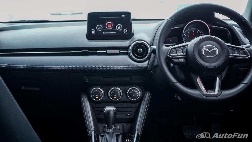 Mazda 2 GT AT Interior 004