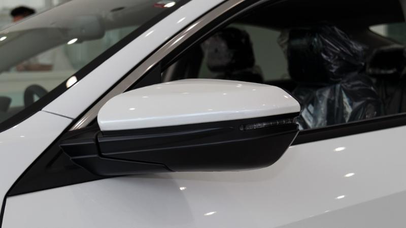 honda civic tahun 2018-Mobil itu cukup membantu saya. Apakah model putih honda civic tahun 2018 lebih baik? Haruskah saya memulai dari awal? 02