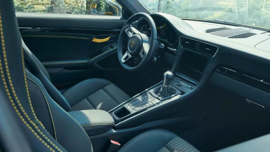 Porsche 911 2019 Interior 040