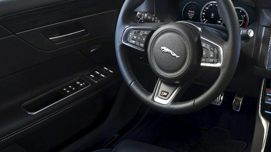 Jaguar XF 2019 Interior 001