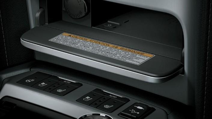 Toyota Land Cruiser 2019 Interior 005