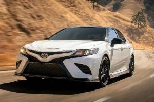 Ternyata Ini Keunggulan Ruang dan Kepraktisan Toyota Camry Dibanding Honda Accord