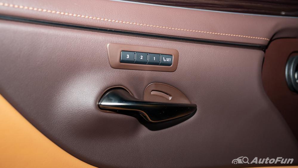 Lexus ES 2019 Interior 017