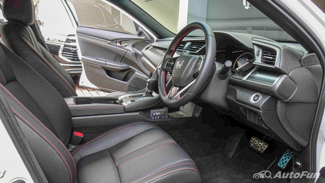 Honda Civic Hatchback RS Interior 001