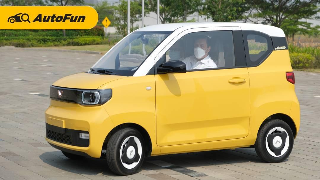 Menteri Luhut Datangi Pabrik Wuling, Sekalian Uji Coba Mobil Listrik Mini EV! 01