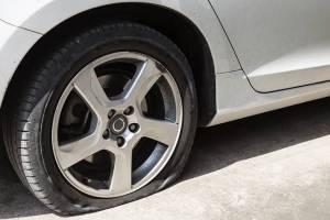 Kebiasaan Buruk yang Bisa Jadi Penyebab Ban Mobil Pecah, Kurang Angin Salah Satunya
