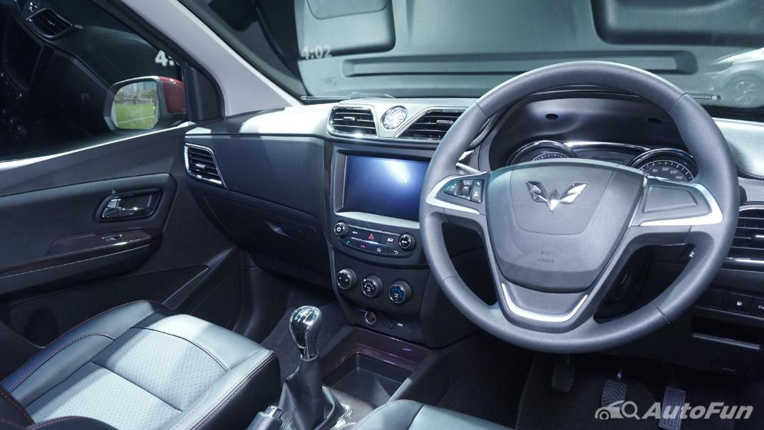 2021 Wuling Confero S Interior 002