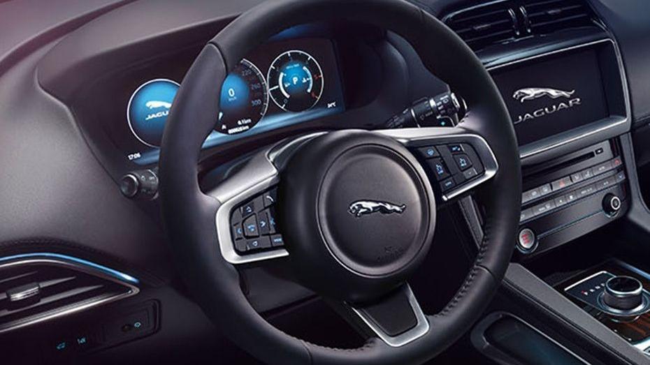 Jaguar F-PACE 2019 Interior 002
