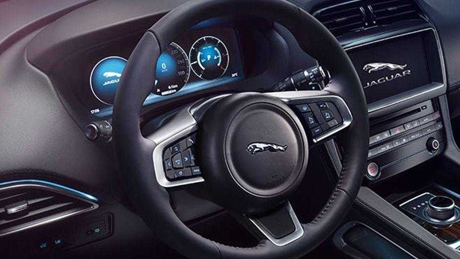 Jaguar F-PACE 2019 Interior 002