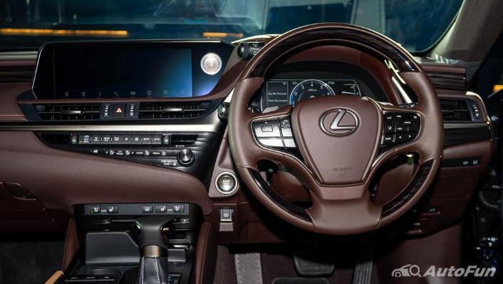 Lexus ES 2019 Interior 003