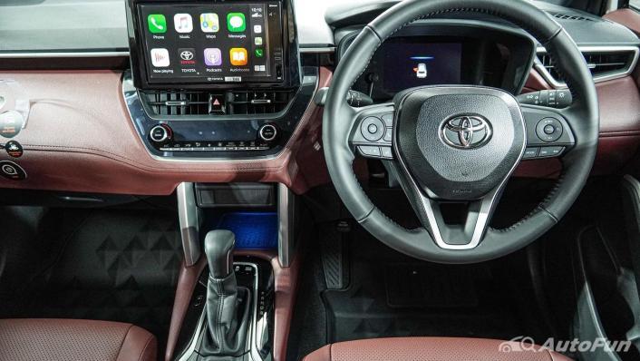 Toyota Corolla Cross Hybrid Interior 006