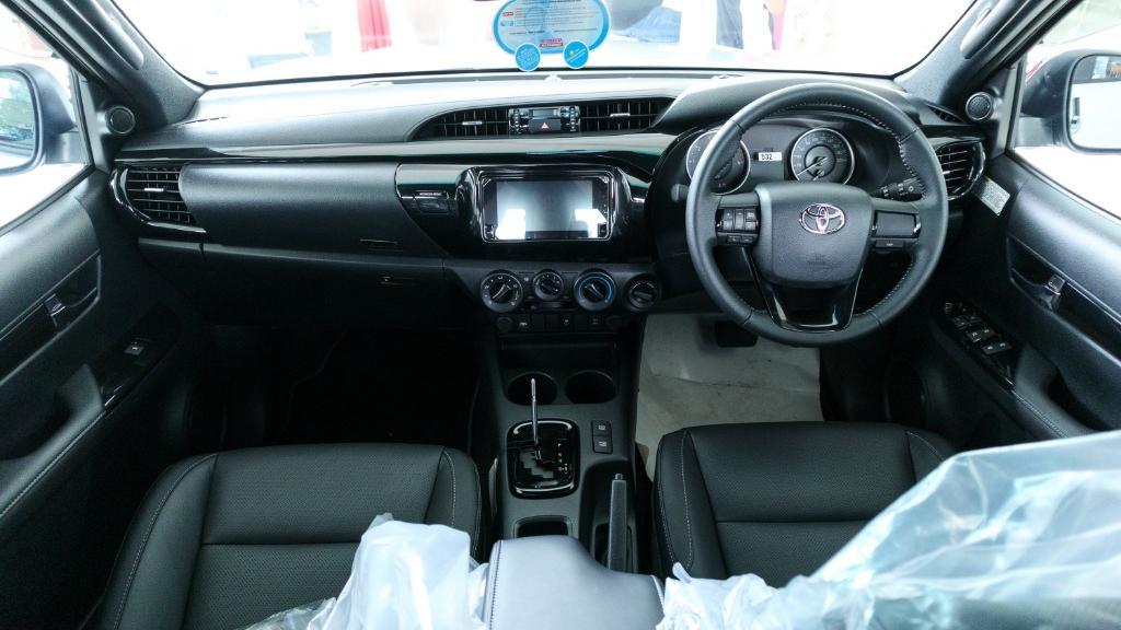 Toyota Hilux 2019 Interior 001