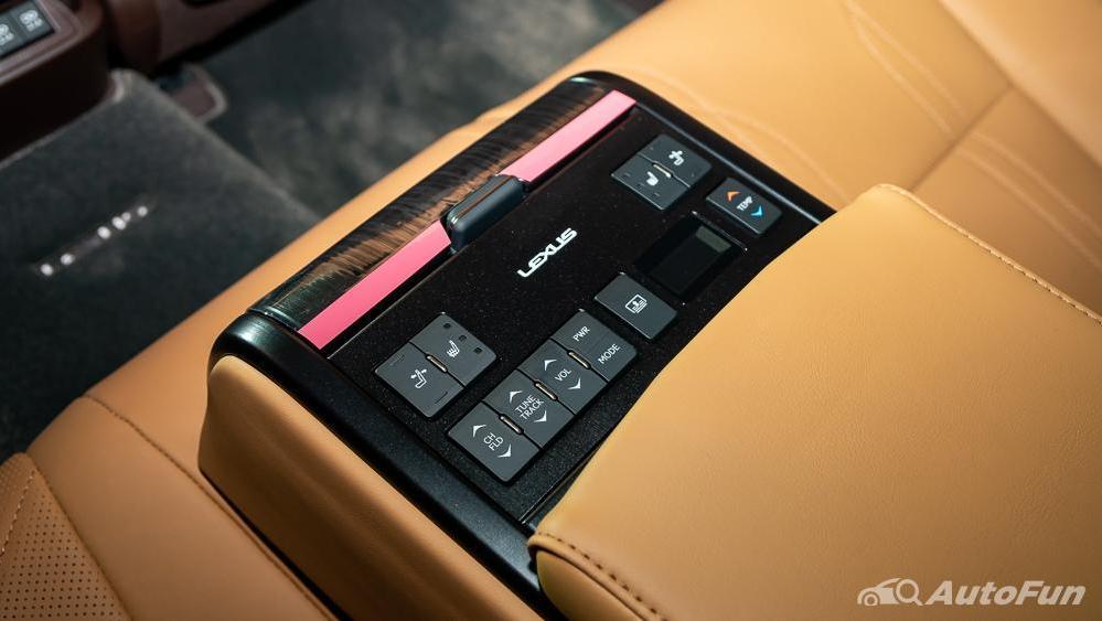 Lexus ES 2019 Interior 022