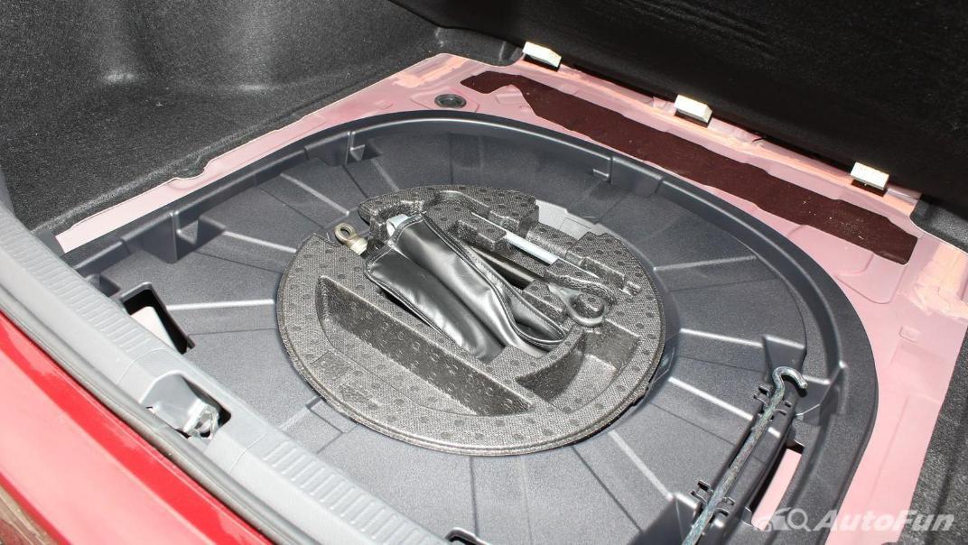 Toyota Camry 2019 Interior 080