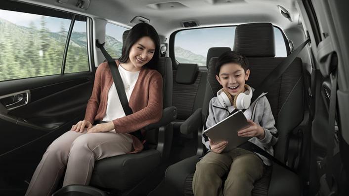 2020 Toyota Kijang Innova 2.0 V Luxury A/T Interior 007