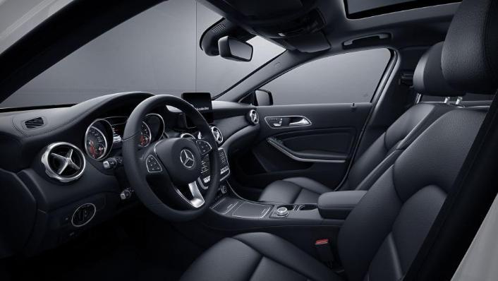 Mercedes-Benz GLA-Class 2019 Interior 007