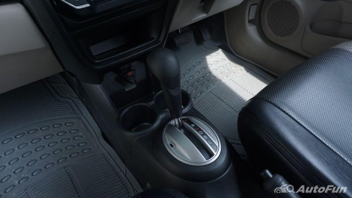 Honda Mobilio E CVT Interior 010