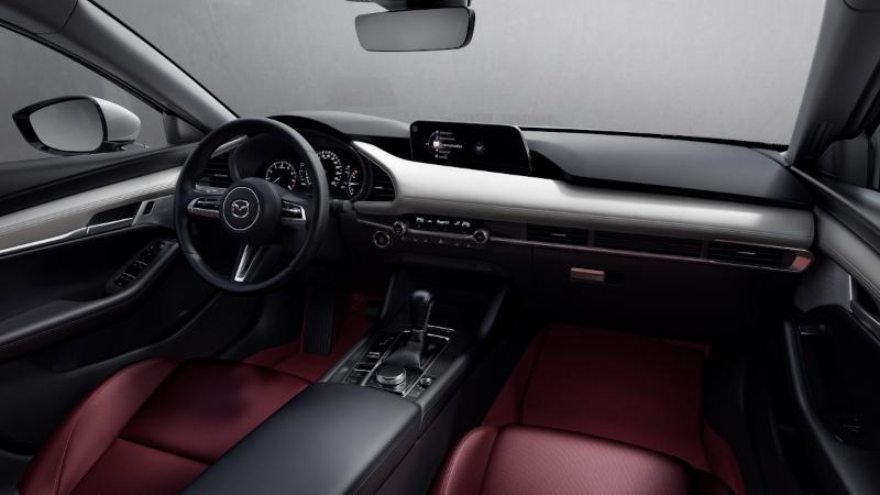 Apakah layak menghabiskan lebih banyak Rp. 20Juta? Analisis komprehensif Mazda3 100th Anniversary Edition di sini! 02