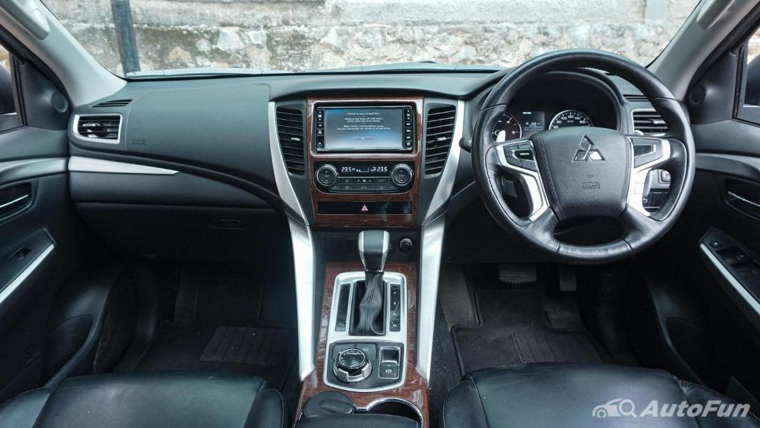 Mitsubishi Pajero Sport Dakar 4x4 AT Interior 005