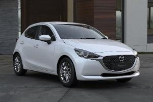 Mana yang Lebih Irit BBM, Mazda2 atau Honda Jazz?