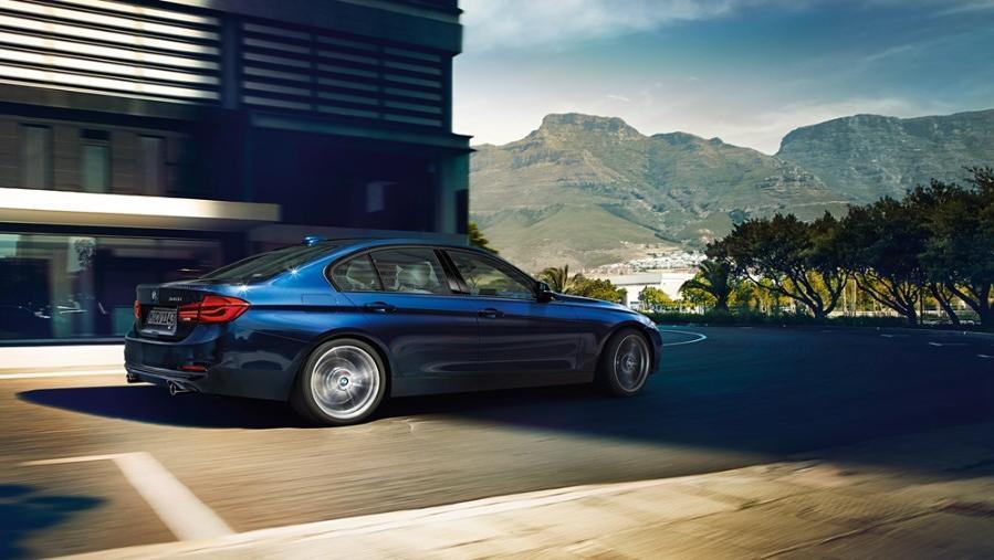 BMW 3 Series Sedan 2019 Exterior 005