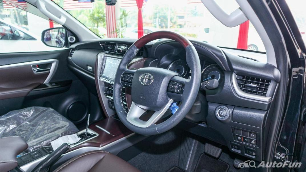 Toyota Fortuner 2019 Interior 002