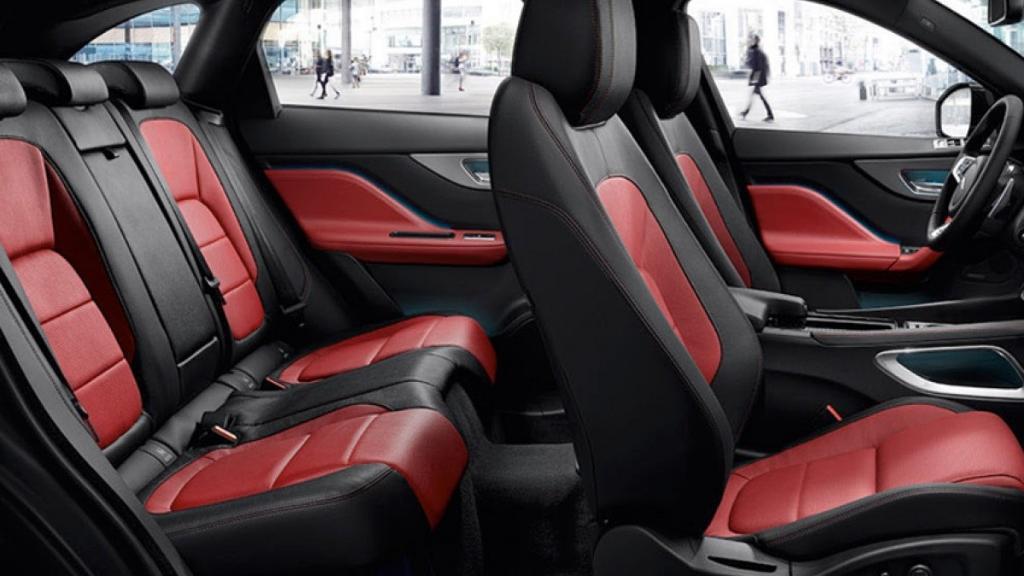 Jaguar F-PACE 2019 Interior 010