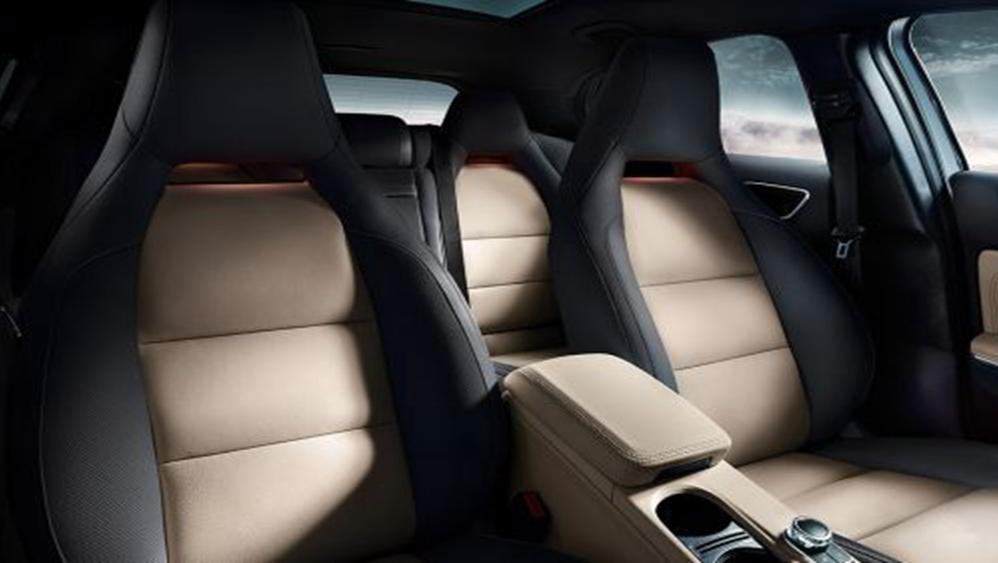 Mercedes-Benz GLA-Class 2019 Interior 004