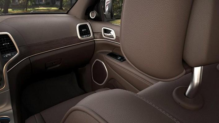 Jeep Grand Cherokee 2019 Interior 008