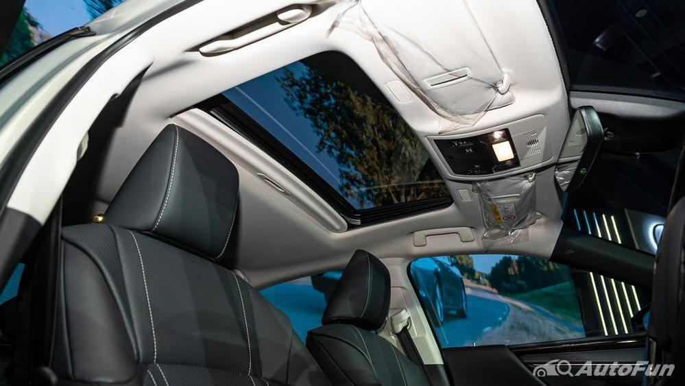 Lexus ES 2019 Interior 031