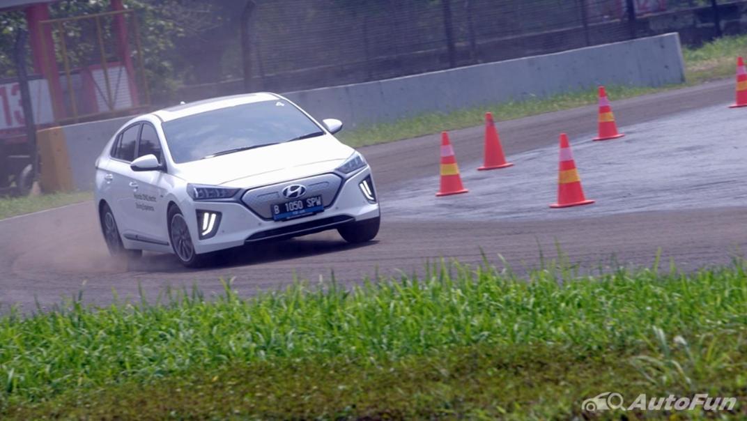 2021 Hyundai Ioniq Electric Exterior 019