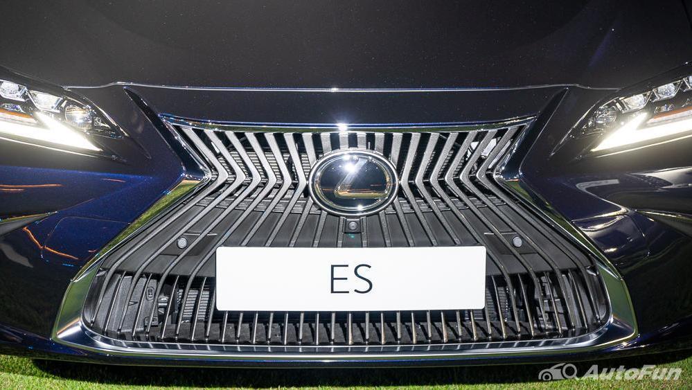 Lexus ES 2019 Exterior 011