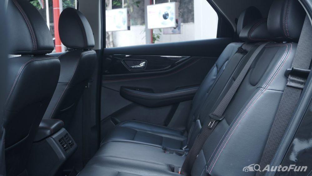DFSK Glory 560 1.5L Turbo CVT L-Type Interior 040