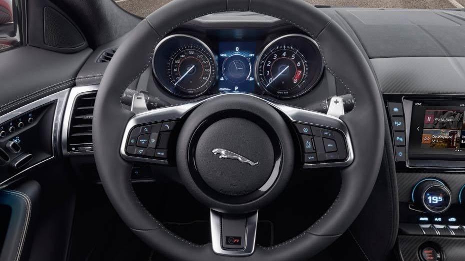 Jaguar F-TYPE 2019 Interior 006