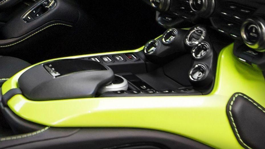 Aston Martin Vantage 2019 Interior 005