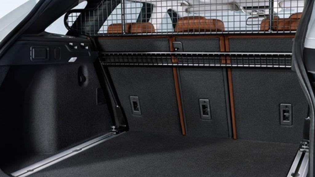 Jaguar F-PACE 2019 Interior 011