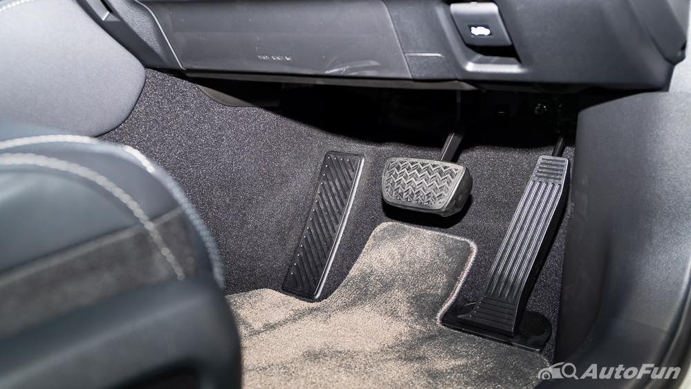 Lexus ES 2019 Interior 019