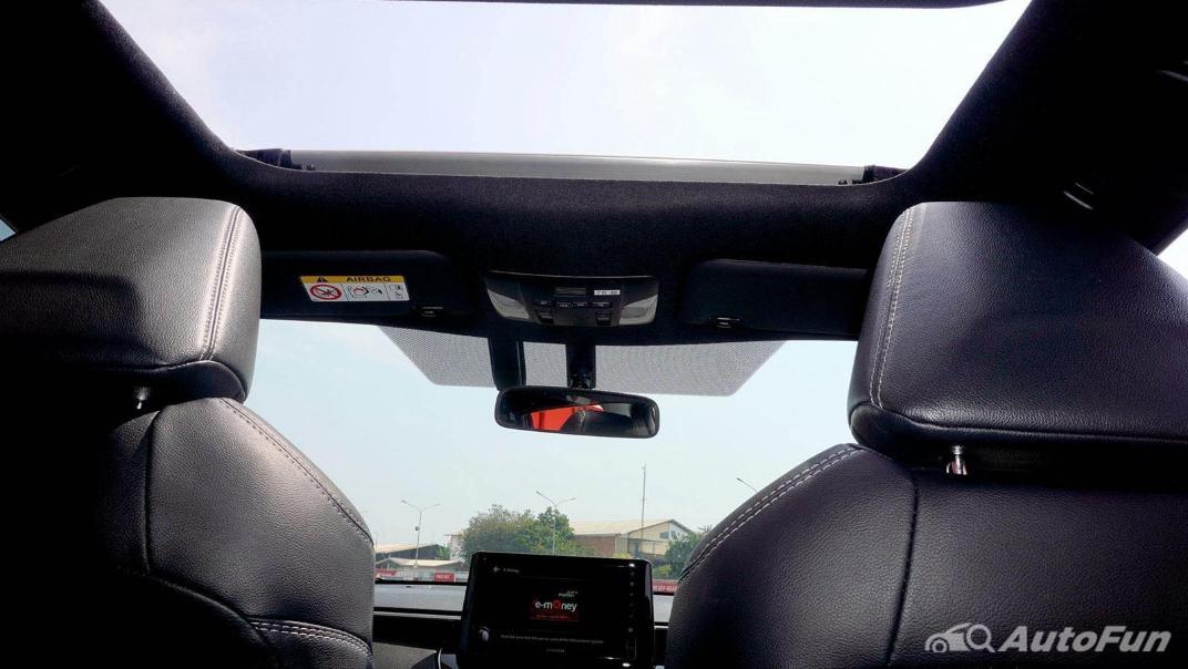 Toyota Corolla Cross Hybrid Interior 015