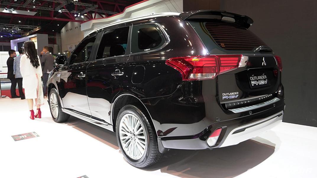 2021 Mitsubishi Outlander PHEV Exterior 002