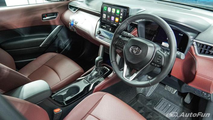 Toyota Corolla Cross Hybrid Interior 004
