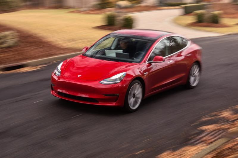 pemerintah tengah 'menggoda' Tesla untuk bisa masuk Indonesia. Tesla akan melunculkan model lebih mudah dari model 3 di Indonesia? 02