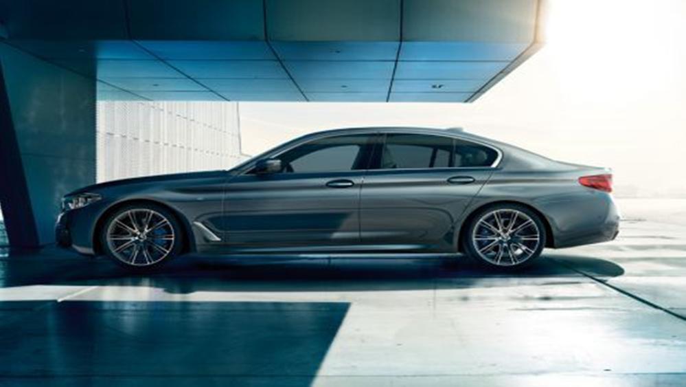 BMW 5 Series Sedan 2019 Exterior 005