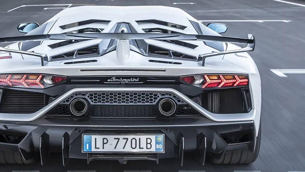 Lamborghini Aventador 2019 Exterior 012